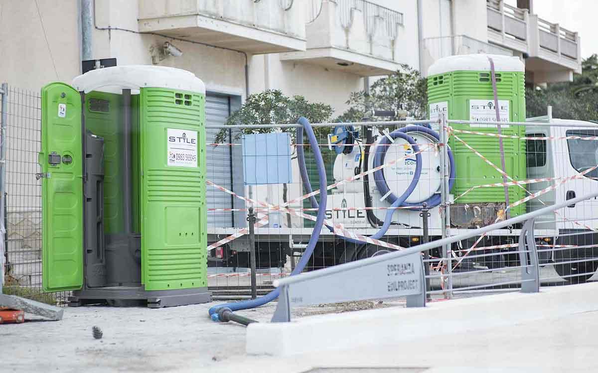 servizio noleggio bagni mobili e attività annesse - Ecoross