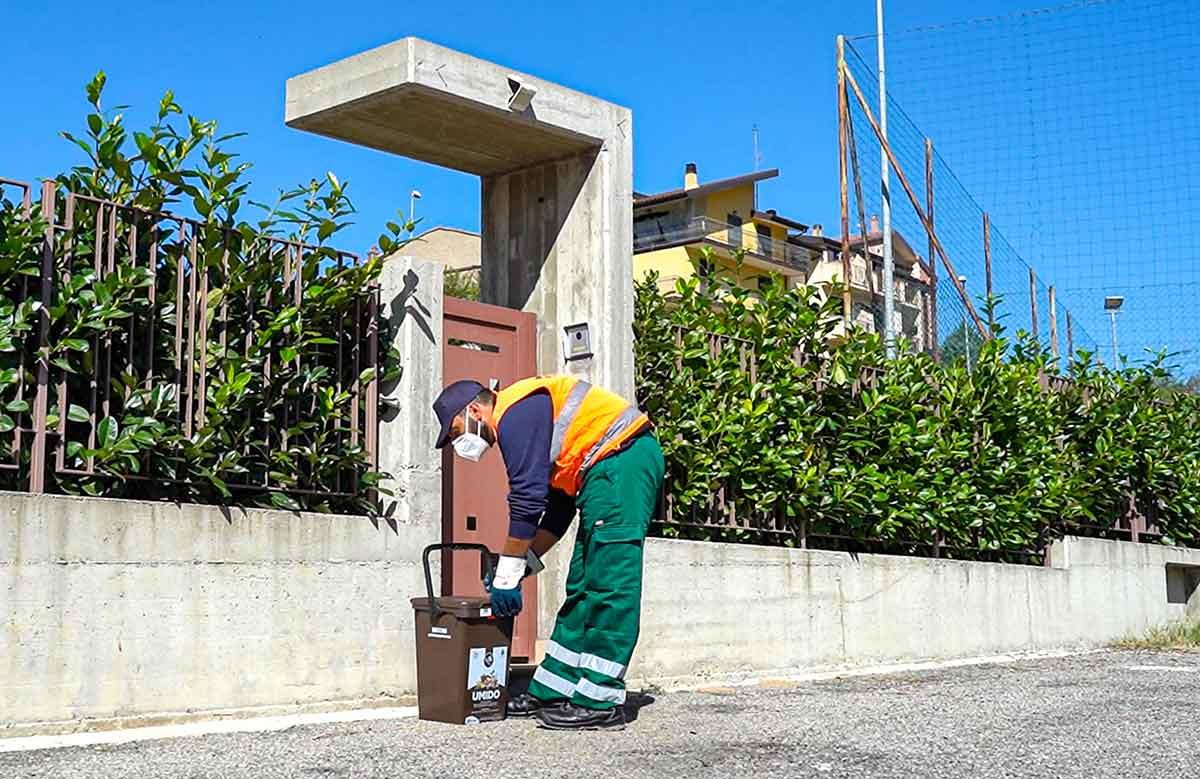 servizio di raccolta rifiuti porta a porta