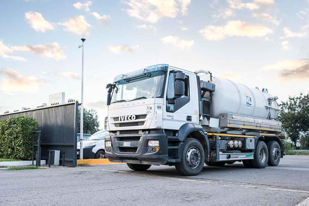 camion ecoross per trasporto rifiuti speciali