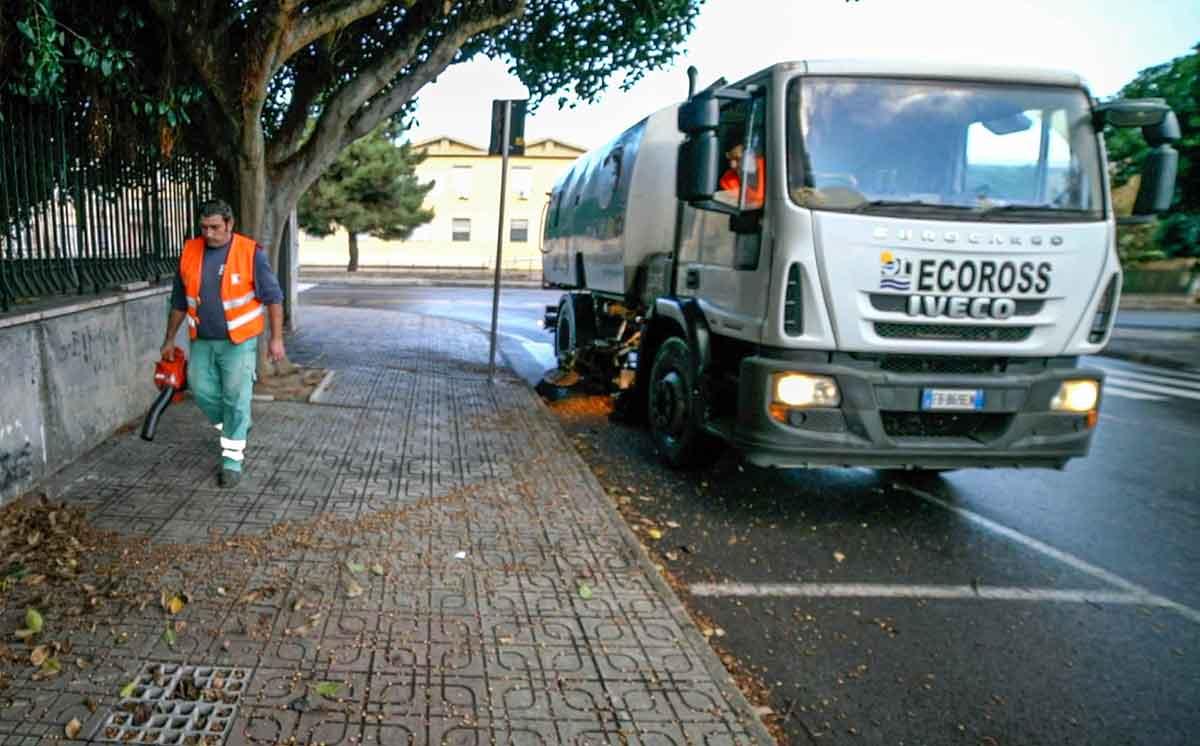 spazzamento meccanico per rimozione e aspirazione sporco stradale
